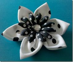 I made a few of these flowers, some of the easiest you will ever make. Seriously
