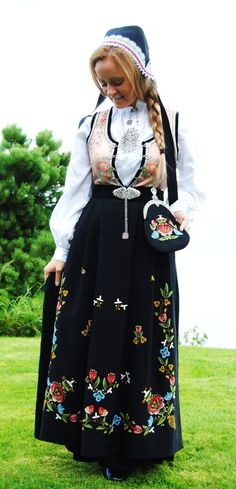 - Haiku X 134 - Weather And Costume -. - Haiku X 134 - Weather And Costume -: Summer Outfits Women, Girl Outfits, Fashion Outfits, Folk Costume, Costumes, Norwegian Clothing, Costume Ethnique, Ethnic Fashion, High Fashion