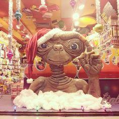 """@_nowo's photo: """"Prêt pour les fêtes ! #Mtl #ET #Santa #Christmas"""""""