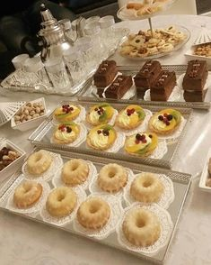 Food Platters, Food Dishes, Morrocan Food, Party Food Buffet, Pastry Design, Food Garnishes, Food Decoration, Food Goals, Food Presentation