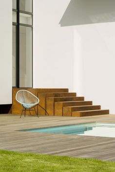 Love the concrete steps and weathered wood pool deck. Vista House by Alexander Brenner Architekten