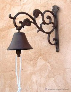 campana de hierro hojas                                                                                                                                                                                 Más Wrought Iron Wall Decor, Metal Wall Decor, Home Decor Hooks, Metal Plant Stand, Garden Deco, Outdoor Light Fixtures, Iron Art, Tuscan Decorating, Welding Art