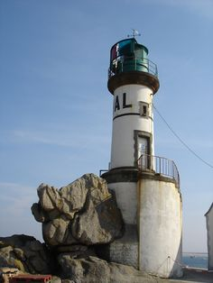 Mer d'Iroise - Phare de Men Brial sur l'île de Sein (Finistère) - Coordonnées 48°02′17″N / 4°50′57″O -