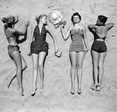 rockstar diaries: glamour on the beach. Vintage Bathing Suits, Vintage Swimsuits, Retro Swimwear, Summer Swimwear, Photo Vintage, Vintage Love, Vintage Glam, Vintage Holiday, Vintage Girls