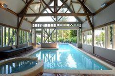 La piscine intérieure et extérieure par Diffazur, vue de l'intérieure© Diffazur