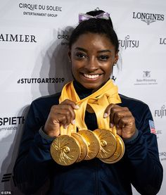 Simone Biles of USA poses with her five gold medals Olympic Swimming, Olympic Gymnastics, Simone Biles Instagram, Female Celebrities, Celebs, Famous Gymnasts, Female Gymnast, Female Athletes, Superstar