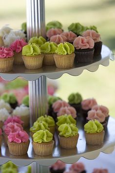 tiny wedding cupcakes