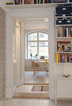 500 Square Foot Apartment in Göteborg, Sweden Small Apartments, Small Spaces, Work Spaces, White Wood Floors, Home Interior Design, Interior Ideas, Exterior Design, Interior Decorating, Cozy House
