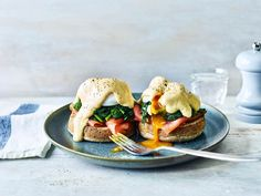 Healthy Eggs Royale / The Body Coach Healthy Food List, Healthy Eating, Healthy Recipes, Healthy Breakfasts, Clean Recipes, Yummy Recipes, Joe Wicks Recipes, Joe Wicks The Body Coach