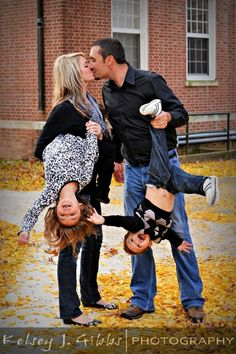 This is the best family photo idea I've seen! :)