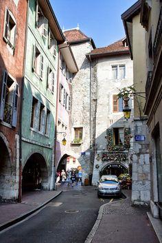 Annecy, France, esta calle la recuerdo!! :)