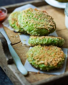 Fresh pea, fennel and fish cakes with creamy horseradish sauce. These are absolutely brilliant and super easy to make. | jernejkitchen.com