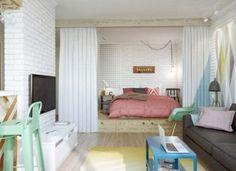 amenager studio 20m2, sol en parquet clair, murs blancs sol en ...