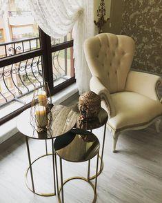Esmas classic and elegant house. - -Attractive details in every corner. Esmas classic and elegant house. Office Furniture Design, Living Room Furniture, Diy Furniture, Modern Furniture, Living Room Decor, Lounge, Mirrored Furniture, Décor Boho, Kitchen Corner