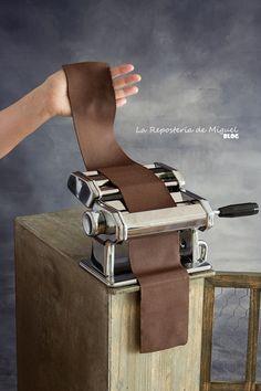 Gourmet Desserts, Gourmet Recipes, Dessert Recipes, Pasta Casera, Dinner With Friends, Empanadas, Knife Block, Hummus, Catering