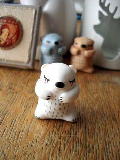 """Totem de poche """"Mon ourson polaire"""" oMamaWolf figurine en porcelaine froide"""