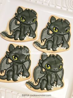How to train your dragon cookies night fury ideas Dragon Birthday Parties, Dragon Party, Royal Icing Cookies, Cupcake Cookies, Sugar Cookies, Iced Cookies, Fondant Cupcakes, Toothless Party, Dragon Cookies