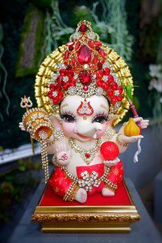 Lord Krishna Hd Wallpaper, Ganesh Wallpaper, Ganesh Lord, Sri Ganesh, Ganesha Pictures, Ganesh Images, Baby Ganesha, Ganesha Art, Country Costumes