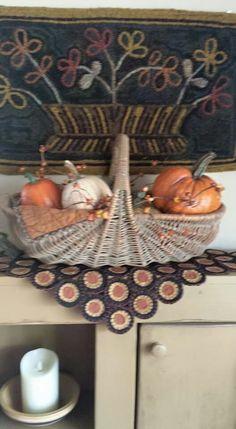 ***basket w/ cloth & pumpkins Old Baskets, Vintage Baskets, Primitive Fall, Primitive Decor, Fall Decorations, Halloween Decorations, Fall Crafts, Diy Crafts, Autumn Pictures