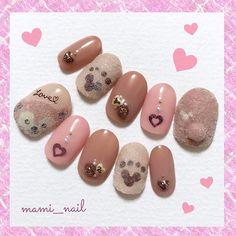 .+* バレンタイン ダッフィー ネイル 。:+ ・ ♡‧⁺✧︎* ・ 今日から2月! . 2月最初のネイルは バレンタインのダッフィーネイルです⑅︎◡̈︎* . . スイーツのような色合いのカラーに チョコレートパーツとハートのホログラムを! . 今回は小さい自爪用のチップなので 以前掲載したスウィート・ダッフィーネイルの チョコレートパーツよりも 小さいパーツになっています✩︎ . . スイーツの部分はツヤツヤにし、 ダッフィーの部分はモコモコに! . バレンタインらしく 「 LOVE♡︎ 」のメッセージも入れてみました!(୨୧ ❛︎ᴗ❛︎) . . 2017. 2. 1 ( Wed ) ・ ♡‧⁺✧︎* ・ #nails #nailart #disney #tokyodisneyresort #disneysea #duffy #chocolate #sweets #ネイル #セルフネイル  #ディズニー #東京ディズニーリゾート #ディズニーシー #スウィートダッフィー #ダッフィー #シェリーメイ #ダッフィーネイル  #スイーツ #チョコレート #バレンタイン…