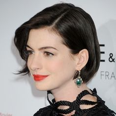 65 bob hairstyles that'll convince you to go for the chop - - Anne Hathaway - bob haircut Celebrity Short Haircuts, Celebrity Bobs, Short Bob Haircuts, Messy Bob Hairstyles, Protective Hairstyles, Medium Hairstyles, Wedding Hairstyles, Anne Hathaway Bob, Anne Hathaway Haircut