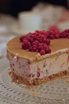 Puolukka-kinuskijuustokakku Vegan Desserts, Dessert Recipes, Just Eat It, Sweet Pastries, Sweet And Salty, Christmas Desserts, Yummy Cakes, No Bake Cake, Baking Recipes