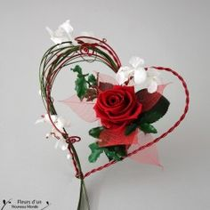Vintage Book Centerpiece, Book Centerpieces, Flower Arrangement Designs, Flower Arrangements, Rose Stabilisée, Valentine Crafts, Valentines, My Flower, Flowers
