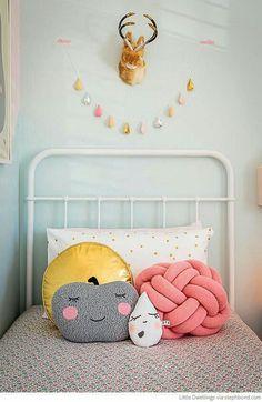 Sweet white iron single bed
