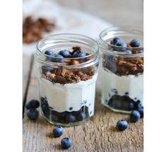 Granola - light and refreshing for brunch. Healthy Brunch, Healthy Snacks, Healthy Recipes, Breakfast Healthy, Power Breakfast, Yogurt Breakfast, Healthy Yogurt, Healthy Breakfasts, Healthy Sweets
