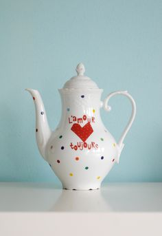 I could do this with one of the white china teapots of my collection...