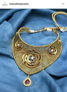 Gold Jewelry, Jewelery, Jewelry Necklaces, Bracelets, Jewelry Design Drawing, Antique Necklace, Gold Choker, Neck Piece, Designs To Draw