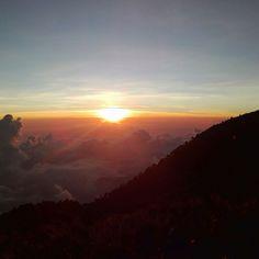 #Tramonto visto dalla cima del #vulcano più alto del #Guatemala, il #Tajumulco, a 4000m di altezza