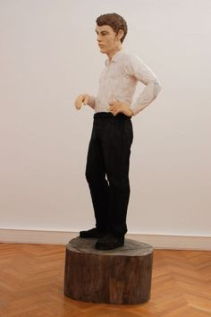 """Bildhauer Stephan Balkenhol - """"Spiegel und Projektionsfläche"""" - Interview mit dem deutschen Bildhauer Stephan Balkenhol, der erstmals in Linz ausstellt: http://www.nachrichten.at/nachrichten/kultur/Bildhauer-Stephan-Balkenhol-Spiegel-und-Projektionsflaeche;art16,1525729 (Im Bild: »Großer Mann mit weißem Hemd und schwarzer Hose« (2014), Bild: hw)"""