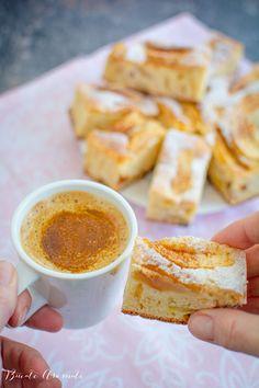 Prăjitură rapidă cu mere - simplă și delicioasă | Bucate Aromate Baking Recipes, Dessert Recipes, Desserts, No Bake Cake, French Toast, Caramel, Cake Baking, Snacks, Cookies