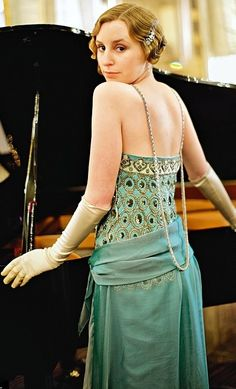''Downton Abbey'' Lady Edith Crawley At the Piano and Night out with her man Friend Michael Downton Abbey Costumes, Downton Abbey Fashion, Edith Crawley, Laura Carmichael, Vintage Outfits, Vintage Fashion, Vintage Couture, Lady Mary, Fashion Mode