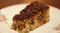 Este bolo é uma delícia e bem simples de fazer! #bolos #receitas #sobremesas #boloformigueiro