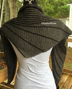 Crochet Stitches Tunisian fast and easy asymetric tunisian crochet shawl, inspired by two lovely knitted shawls: Kaarisilta More by ramona Crochet Afghans, Shawl Crochet, Tunisian Crochet Patterns, Crochet Shawls And Wraps, Shawl Patterns, Knitted Shawls, Crochet Scarves, Crochet Clothes, Knit Crochet