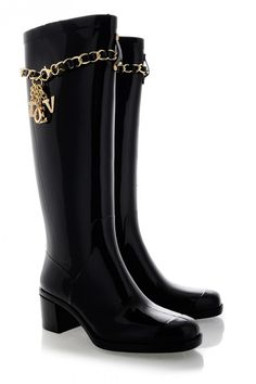 Have fun on the rain ... Get those trendy & casual rain boots out and enjoy life! When black met gold!