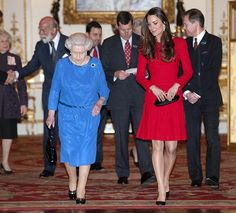 Kate Middleton Ruins An Awesome Outfit By Pairing It With Shiny Pantyhose