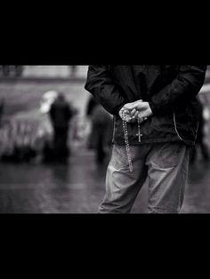 Men pray the rosary