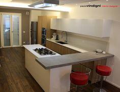 """Sfoglia le immagini di Cucina in stile in stile Moderno di Progetto architettonico e interior design villa """"Angel"""". Lasciati ispirare dalle nostre immagini per trovare l'idea perfetta per la tua casa."""
