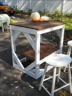 Heir and Space - Antique workbench to kitchen island