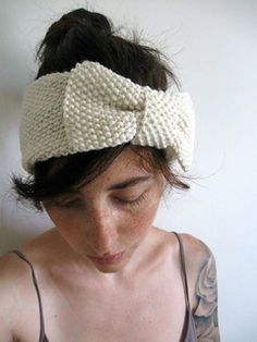With almost no shaping, this seed stitch ear warmer is the perfect weekend project for a beginning knitter. An excellent gift (or gift for you) Mix it up if you have pixie short hair or if you often wear your hair up by wearing the bow in the back!