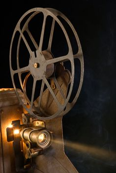 Teaching with movies and shows Go To The Cinema, Movie Camera, Art And Technology, About Time Movie, Hollywood California, Educational Videos, Home Schooling, Old Hollywood, Hollywood Glamour
