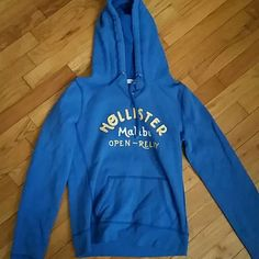 Hollister pull over sweatshirt very soft, like new sweatshirt Hollister Tops Sweatshirts & Hoodies