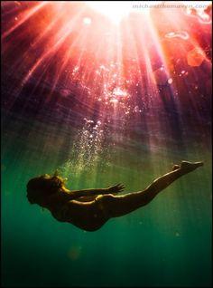 Photos: Amazing underwater maternity photography | BabyCenter Blog