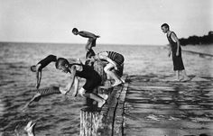 Diving off a pier, Sarnia, Ontario, August 13, 1909, Photograph by John Boyd, Library and Archives Canada, RD-000056