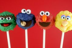 Fun desserts Thats kinda messed up: Who would want the Sesame street guys' heads on a stick?