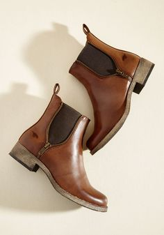 Ever since uniting with these cognac brown Rocket Dog booties, you've assembled a myriad of low-key looks to accompany them. In love with their decorative silver zippers and wood-like soles, you flaunt these vegan faux-leather boots often, imbuing every ensemble with laid-back style.