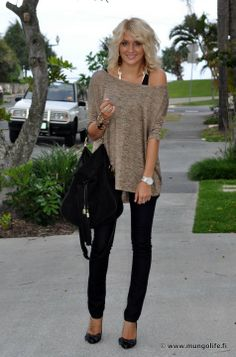 Brown / Nude oversized sweater with skinny black pants and black stilettos. Fall outfit.